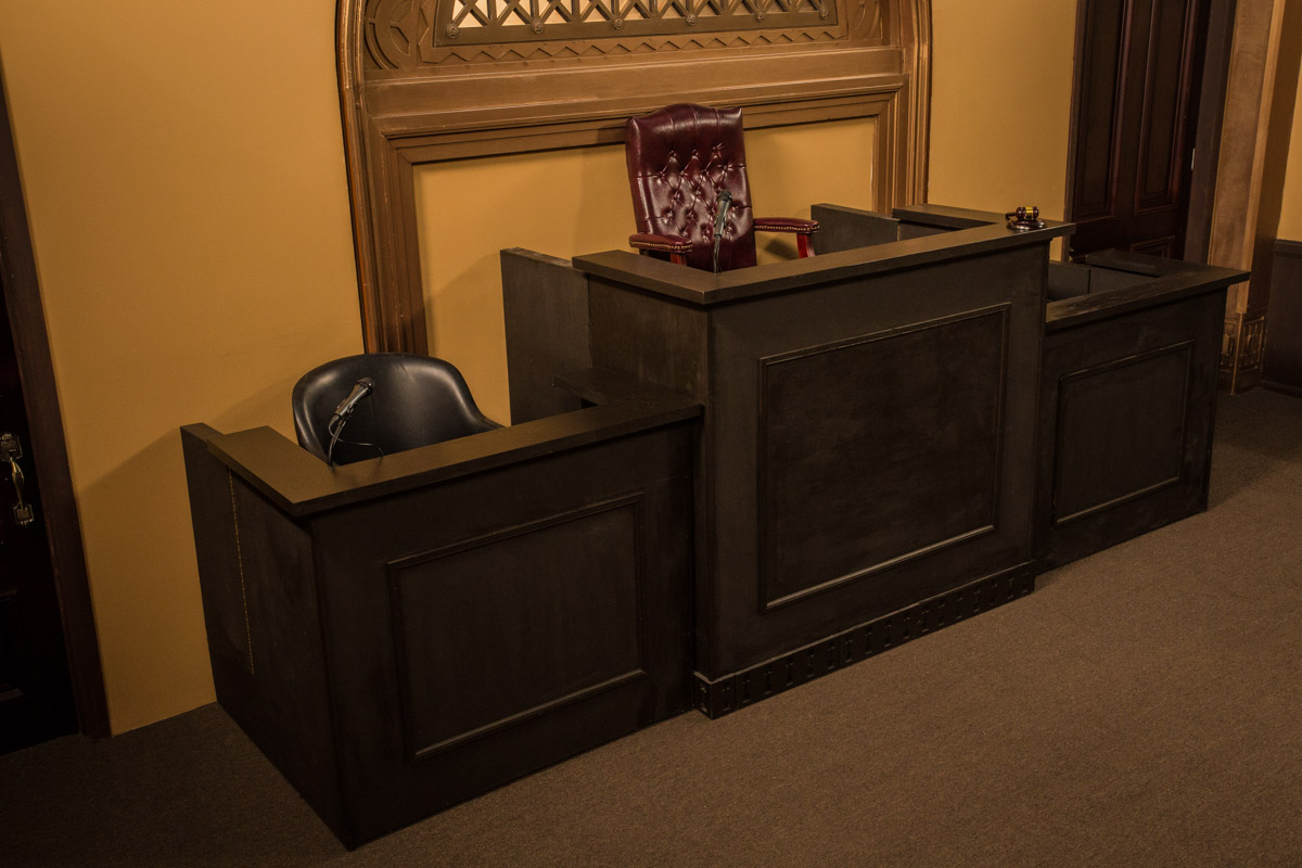 court room set in los angeles