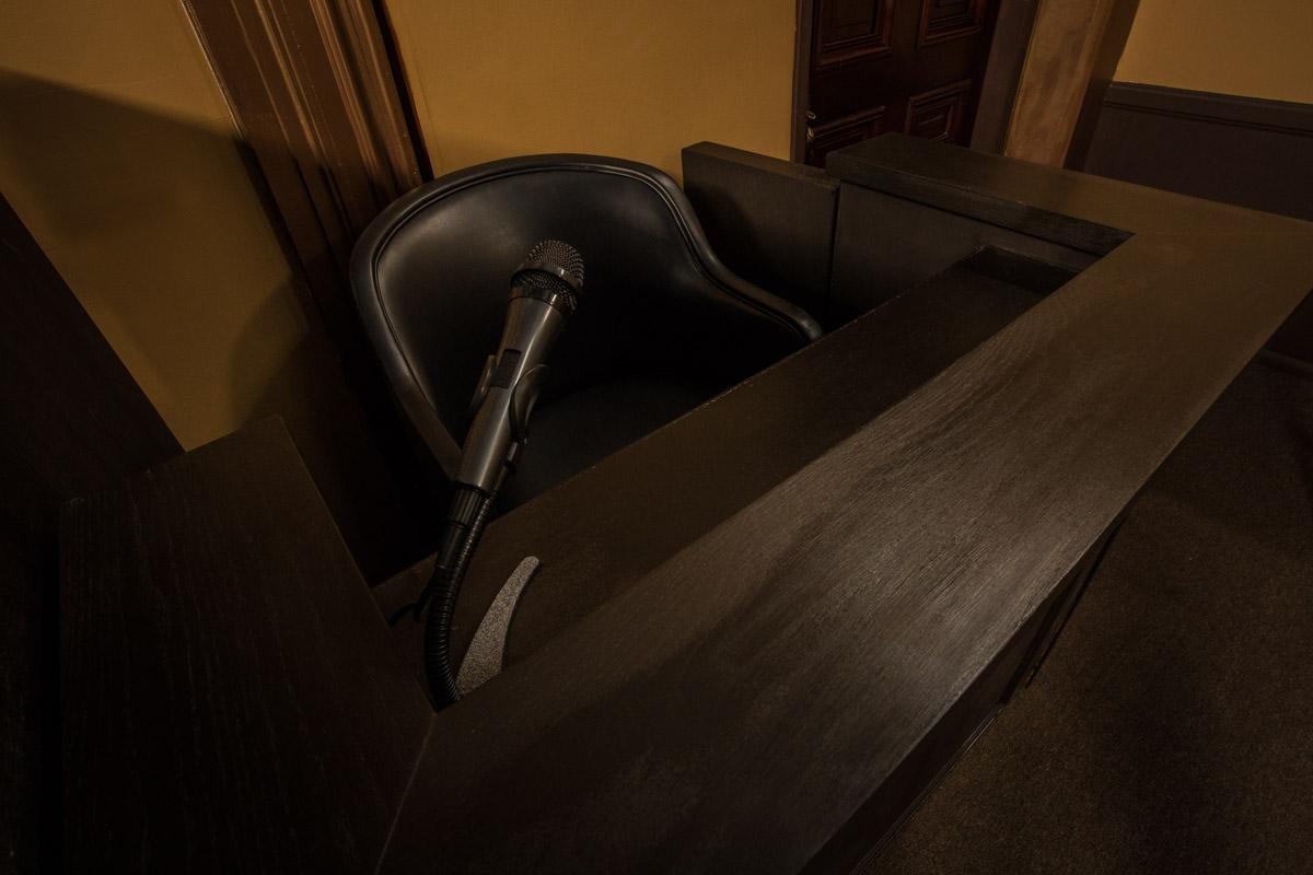 courtroom-standing-set-in-la